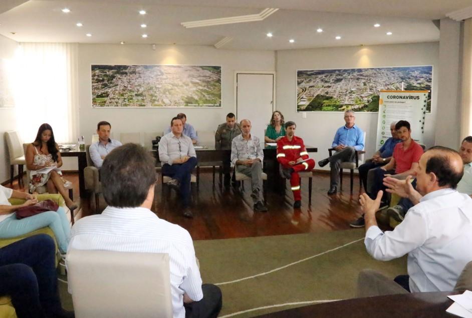 Prefeito reúne representantes de entidades empresariais