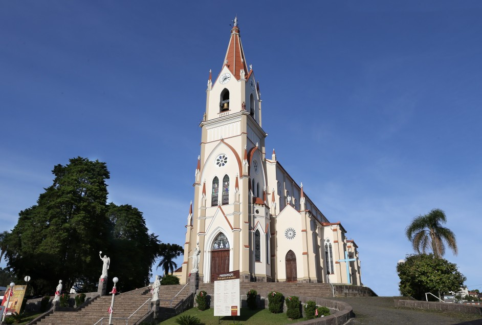 Paróquia São Pedro de Garibaldi conclui obra de restauro da Igreja Matriz
