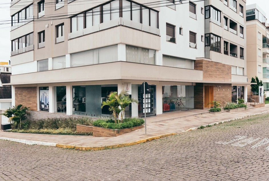 Prédio onde a Apeme está localizada, com a sala de atendimento atual e a nova sala adquirida - Créditos Daniela Radavelli